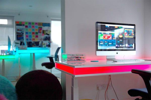 میز کامپیوتر چراغ دار