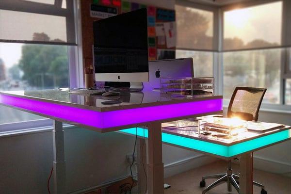 میز کامپیوتر LED دار