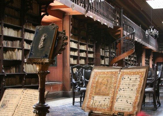 کتابخانه سن فرانسیسکو پرو