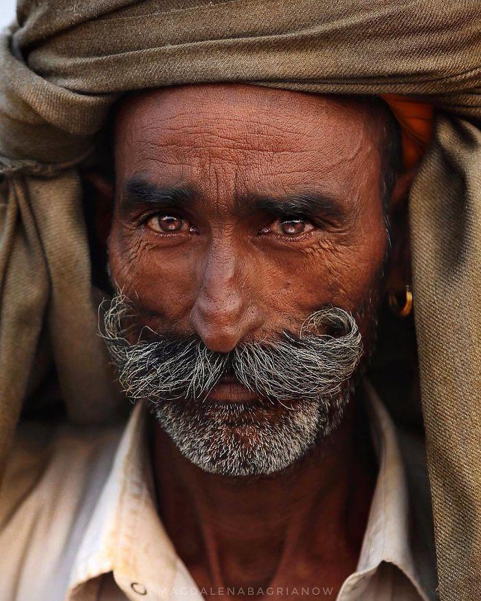 پیرمرد هندی سبیل دار