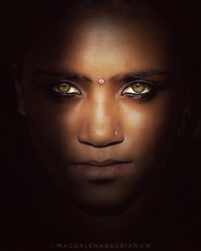 دختر چشم سبز هندی
