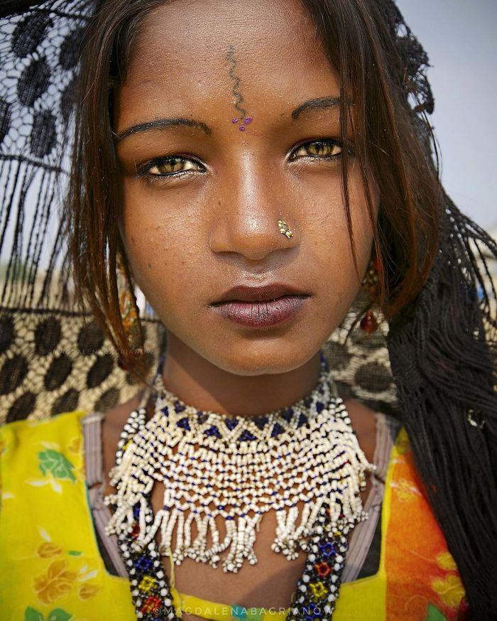 دختر نوجوان هندی